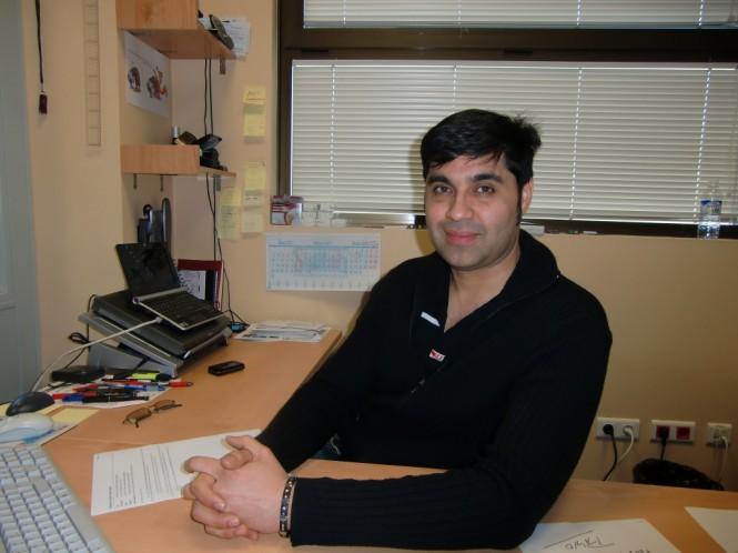 El profesor Velásquez trabaja en el desarrollo de membranas para pilas de combustible de hidrógeno.